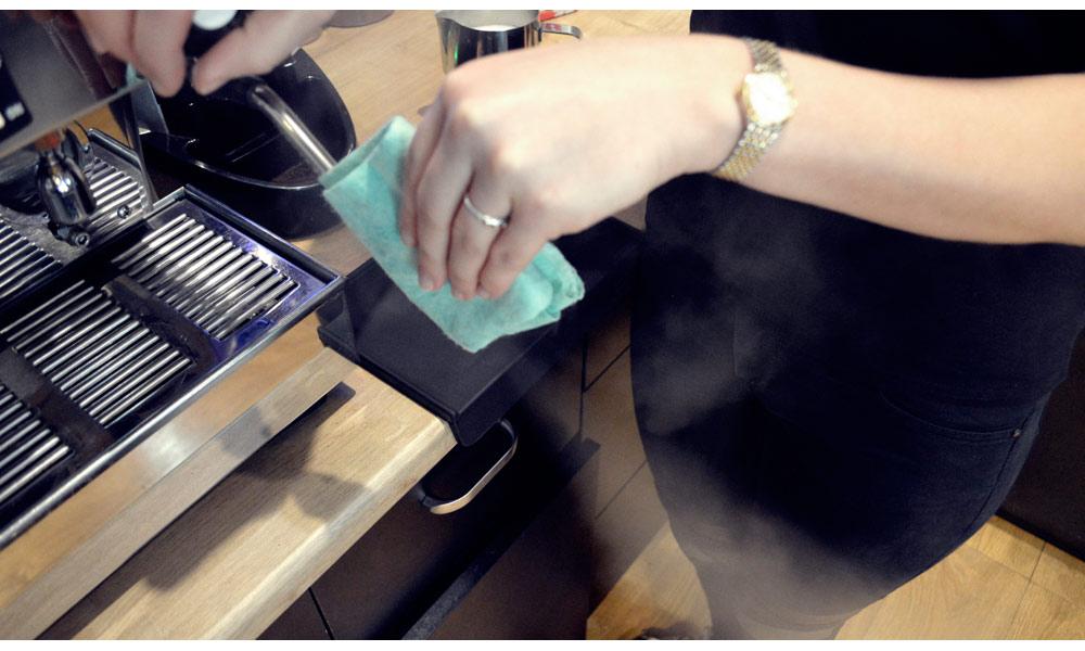 Pamiętaj o wyczyszczeniu dyszy po spienianiu mleka