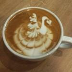 Latte art łabędź