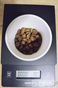 18 gram świeżo zmielonej kawy
