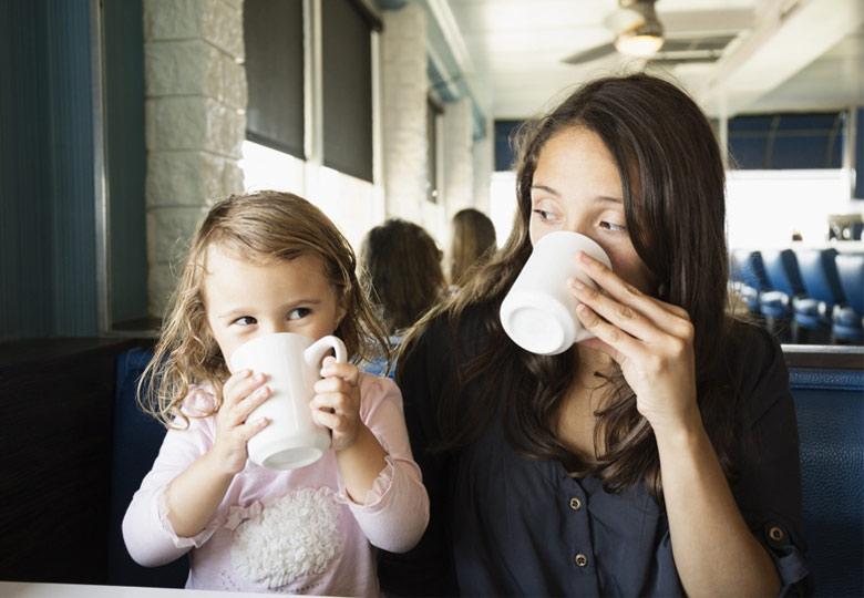 czy-dzieci-moga-pic-kawe